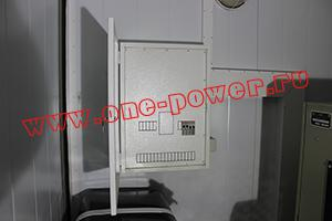 Фотография щита ввода-вывода с автоматикой контейнера для ДГУ 200кВт ЯМЗ