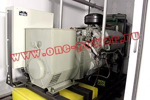Фото генератора с панелью управления