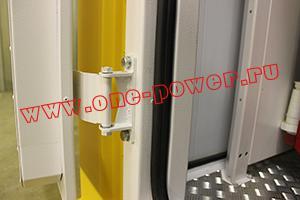 Фото петли на двери блок-контейнера ББН.4-6-0004